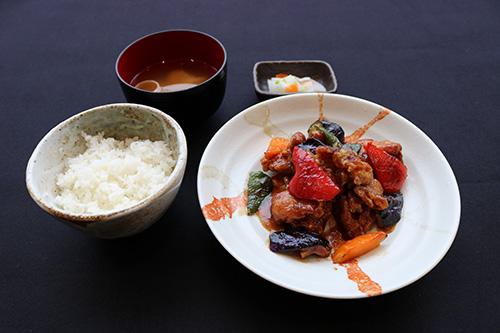 豚肉と野菜の味噌炒め定食