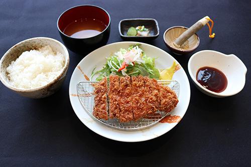 栃木豚ロースカツ定食