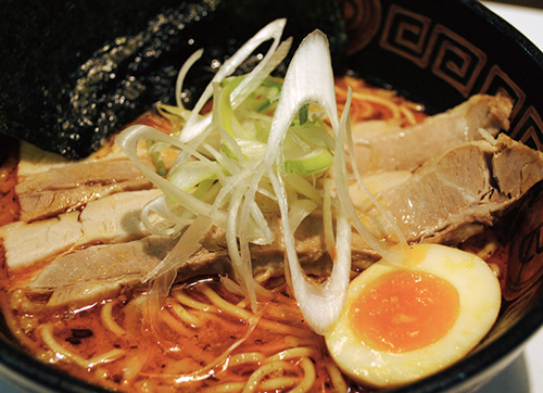 絶品チャーシュー辛味噌豚骨らー麺