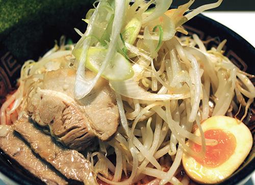 たっぷり野菜辛味噌豚骨らー麺