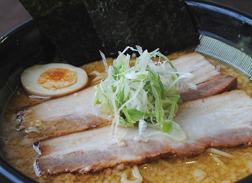 絶品チャーシュー濃厚味噌豚骨らー麺