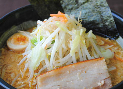たっぷり野菜味噌豚骨らー麺