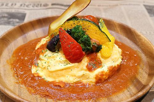 揚げ野菜トマトソースオムライス